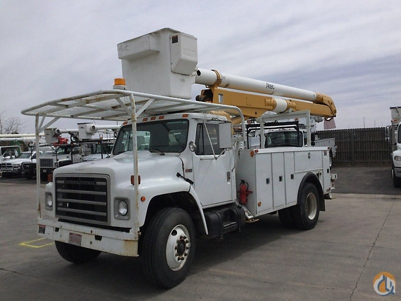 Sold Altec AA600 Crane for in Wright City Missouri on