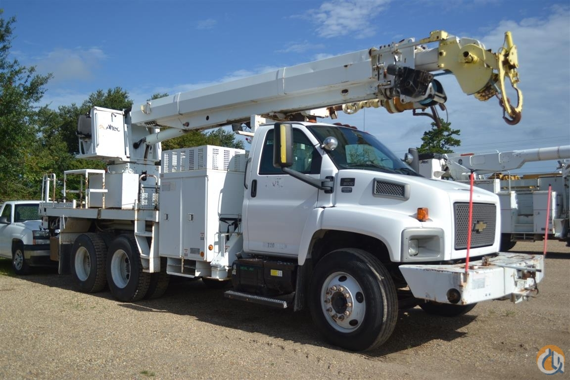 Sold 2005 ALTEC D2050T Crane for  in Livingston Louisiana on CraneNetwork.com