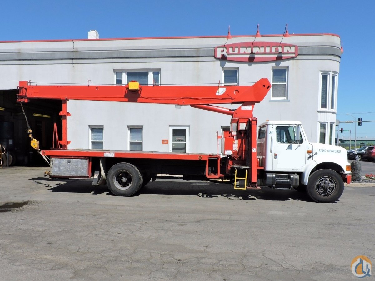 Sold National Crane 566B jib 1991 International 4900 Crane for  in Lyons Illinois on CraneNetwork.com