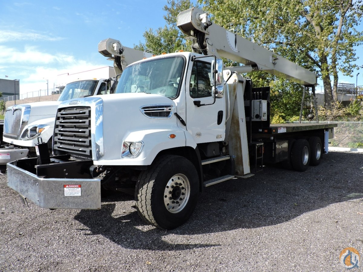 National Crane 8100D Mounted on a 2015 Freightliner 108SD Crane for Sale in Hodgkins Illinois on CraneNetwork.com