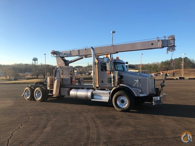 2008 Kenworth T800 Wide Nose Altec AC18-70 Boom Truck 26k