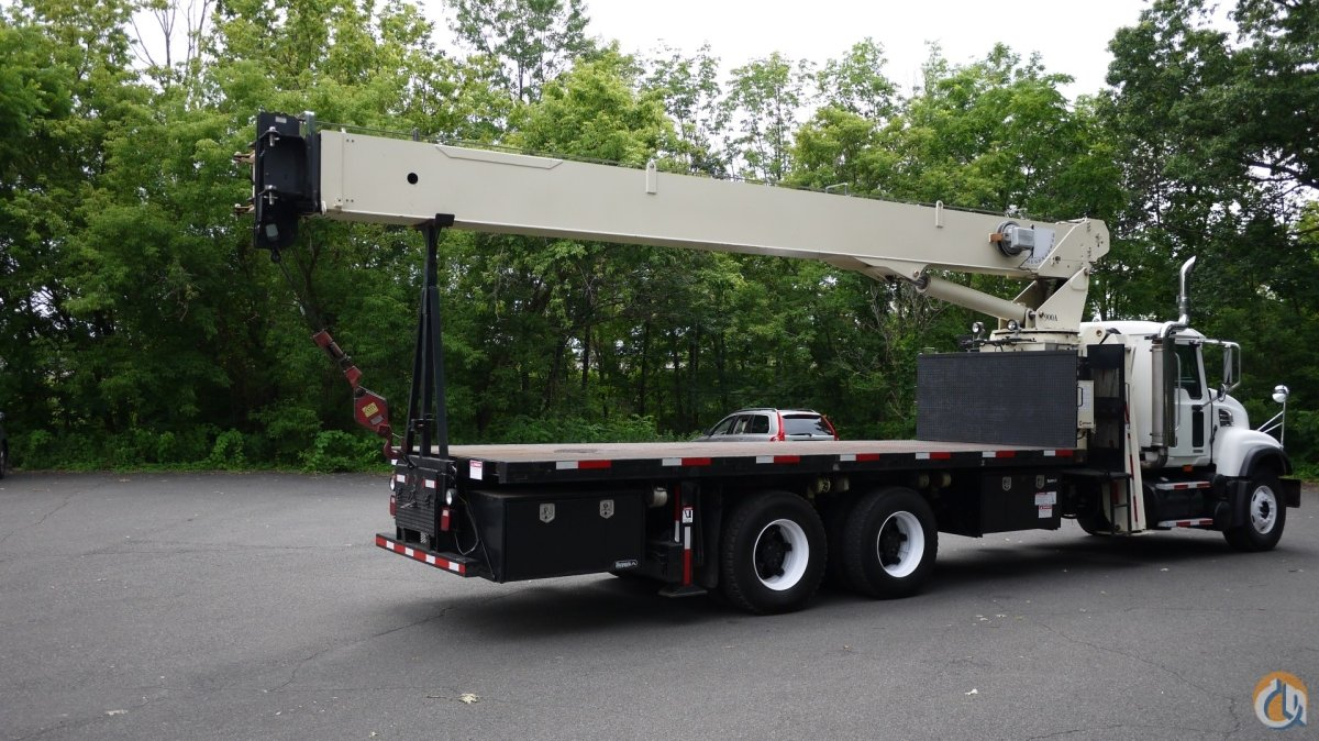8896 - 2006 MACK CV713 NATIONAL CRANE MODEL 900A 26 TON Crane for Sale in Hatfield Pennsylvania on CraneNetworkcom