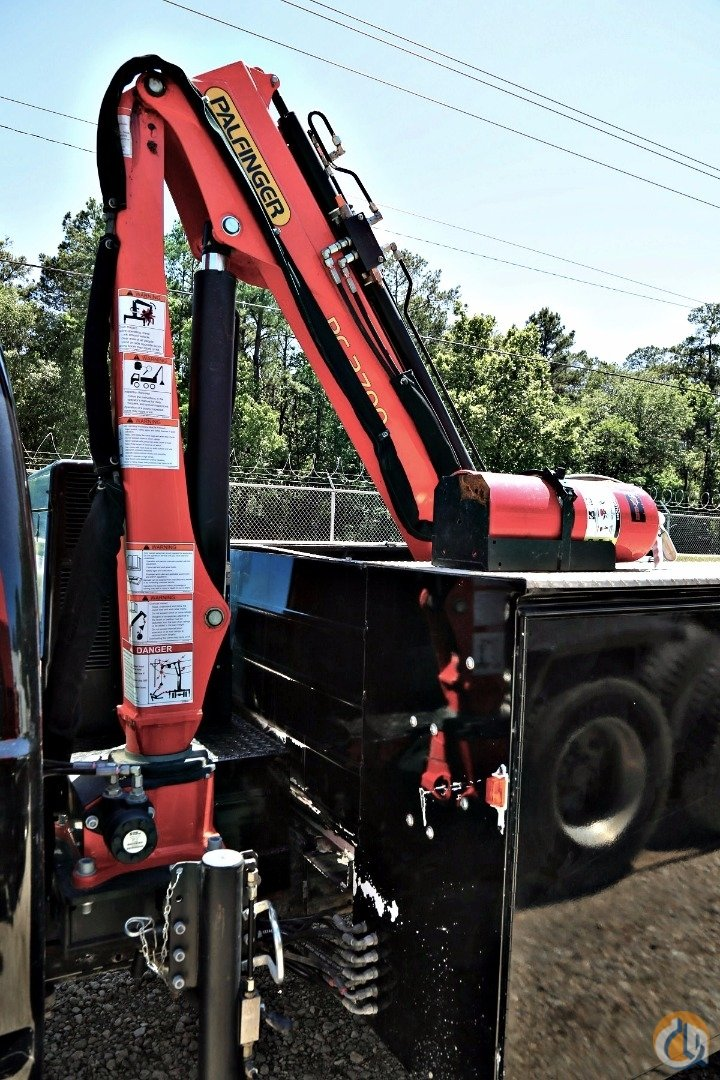 PALFINGER PC 2700 CRANE  MOUNTED ON 2006 FORD F-550 W 9 KNAPHEIDE BODY Crane for Sale in Houston Texas on CraneNetworkcom