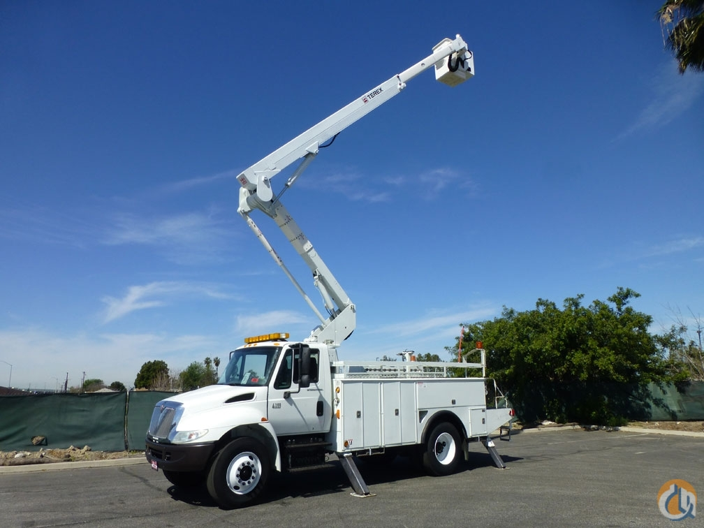 2003 International 4300 Terex TL50M 55 Bucket Truck Crane for Sale in Norwalk California on CraneNetwork.com