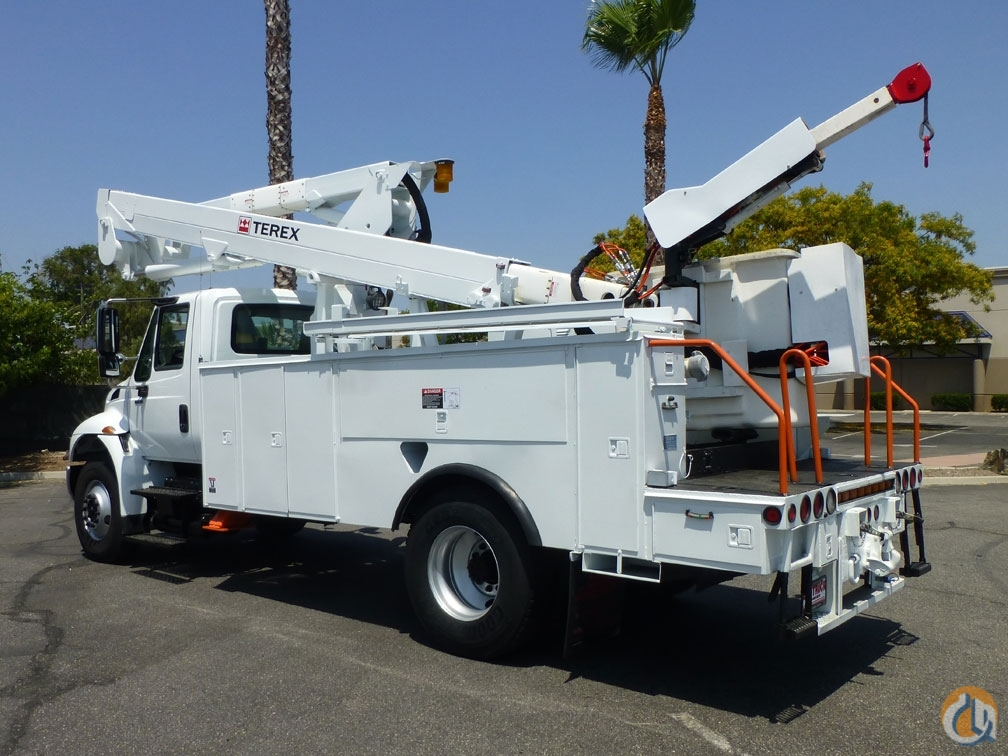 2009 International 4400 Terex TL50M 55 Bucket Truck Crane for Sale in Norwalk California on CraneNetwork.com