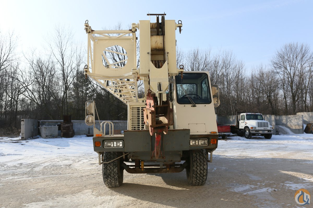 2 Winches Air Ride Suspension Auto Transmission Low Hours Crane for Sale on CraneNetwork.com
