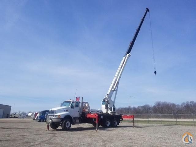 2006 Elliott 32117 Crane for Sale in Springfield Illinois on CraneNetwork.com