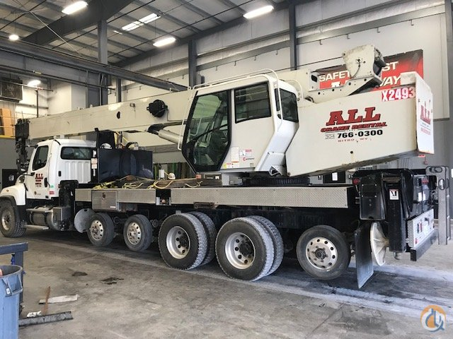 2013 National NBT45142 Crane for Sale in Nitro West Virginia on CraneNetwork.com