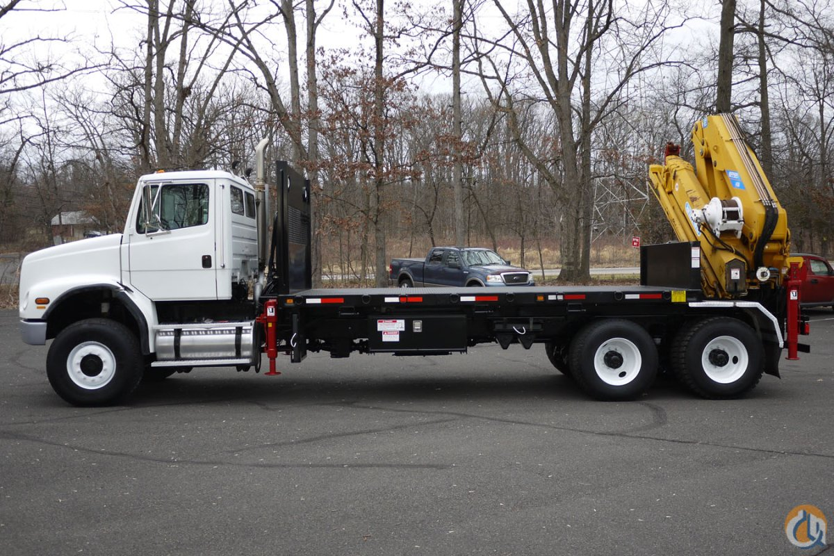 9164 - 2004 FREIGHTLINER FL112 6X6 EFFER KNUCKLEBOOM MODEL 4307S 12 TON Crane for Sale in Hatfield Pennsylvania on CraneNetwork.com