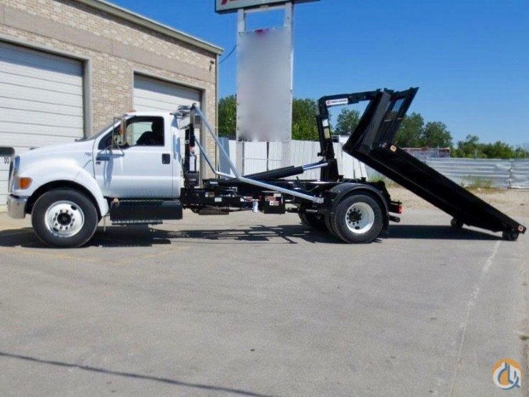 New Swaploader SL-185 hooklift mounted to used 2013 Ford F-650 chassis Hooklifts SWAPLOADER SL-185 CraneWorks Inc. 23841 on CraneNetwork.com