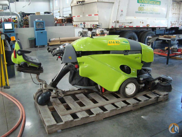 GREEN MACHINE 414-RS WALK BEHIND Sweepers / Broom Equipment