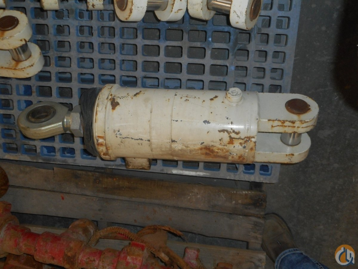 Unknown CRANE OUTRIGGER CYLINDER 8 Cylinders Crane Part for Sale in Coffeyville Kansas on CraneNetwork.com