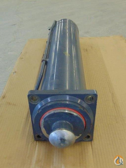 Unknown OUTRIGGER CYLINDER T145584 10637.0020Y APPROX. STROKE 30 6 BORE 44 LENGTH 7 12 OUTSIDE DIAMETER Cylinders Crane Part for Sale in Coffeyville Kansas on CraneNetwork.com