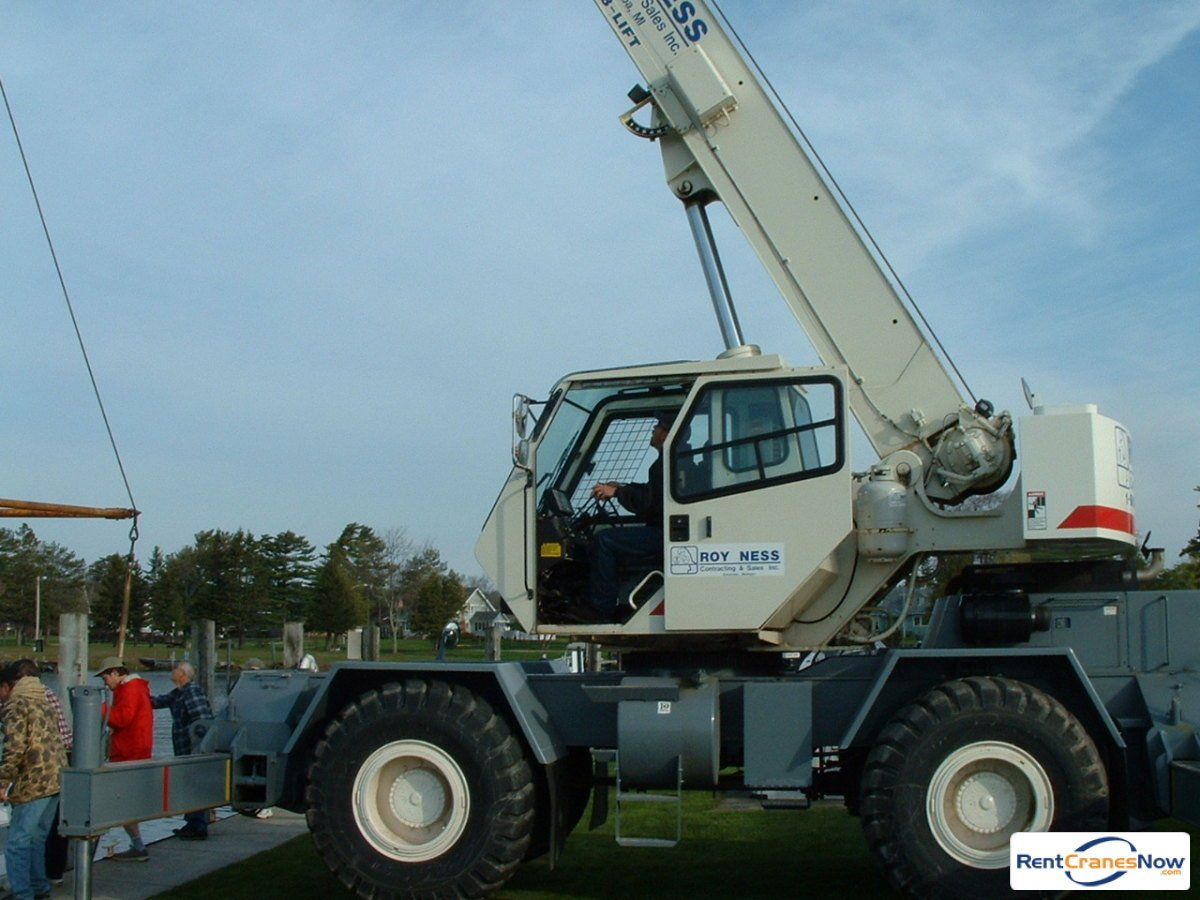 2000 TEREX RT230 Crane for Rent in Escanaba Michigan on CraneNetwork.com